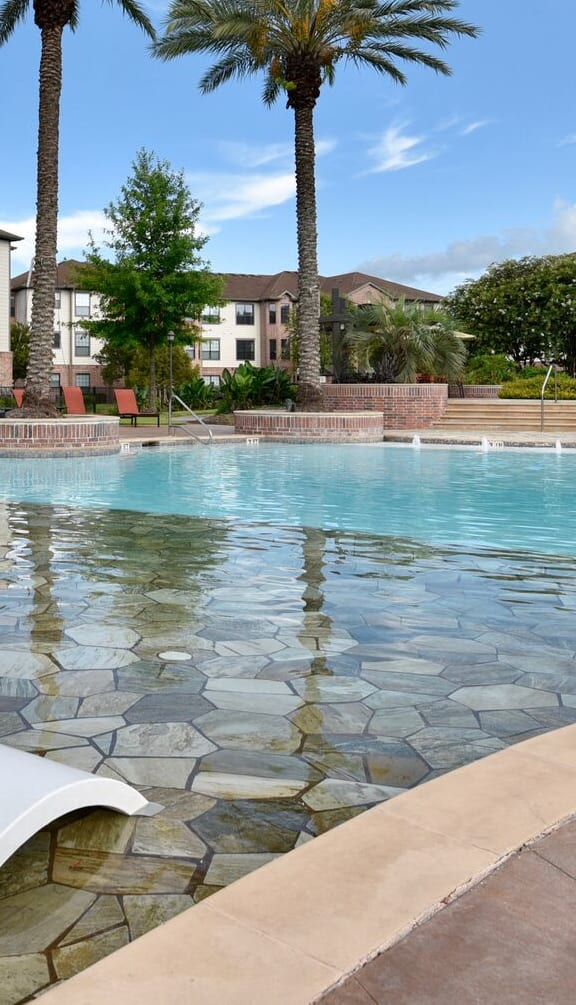 apartments in pearland with a pool