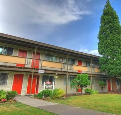 Wisteria Walk Apartments Building Exterior and Lawn